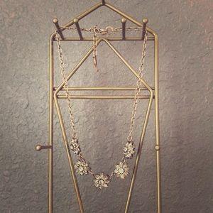 Short flower bling necklace